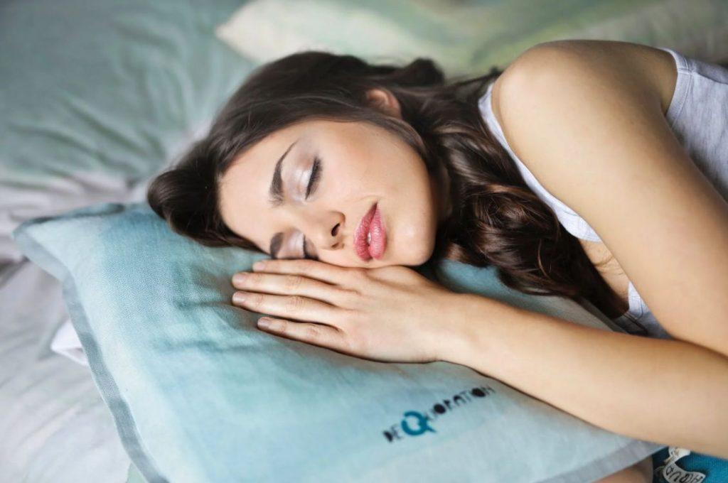 Contoh Teks Eksposisi Tentang Kesehatan Tidur